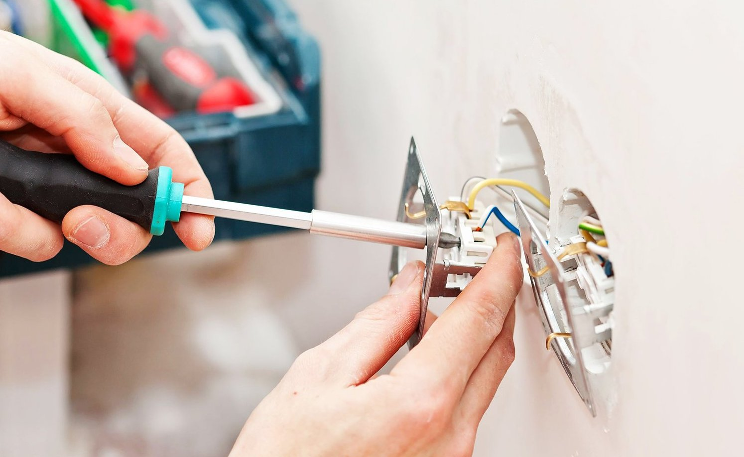 Монтаж электропроводки в контексте услуги «ремонт под ключ»