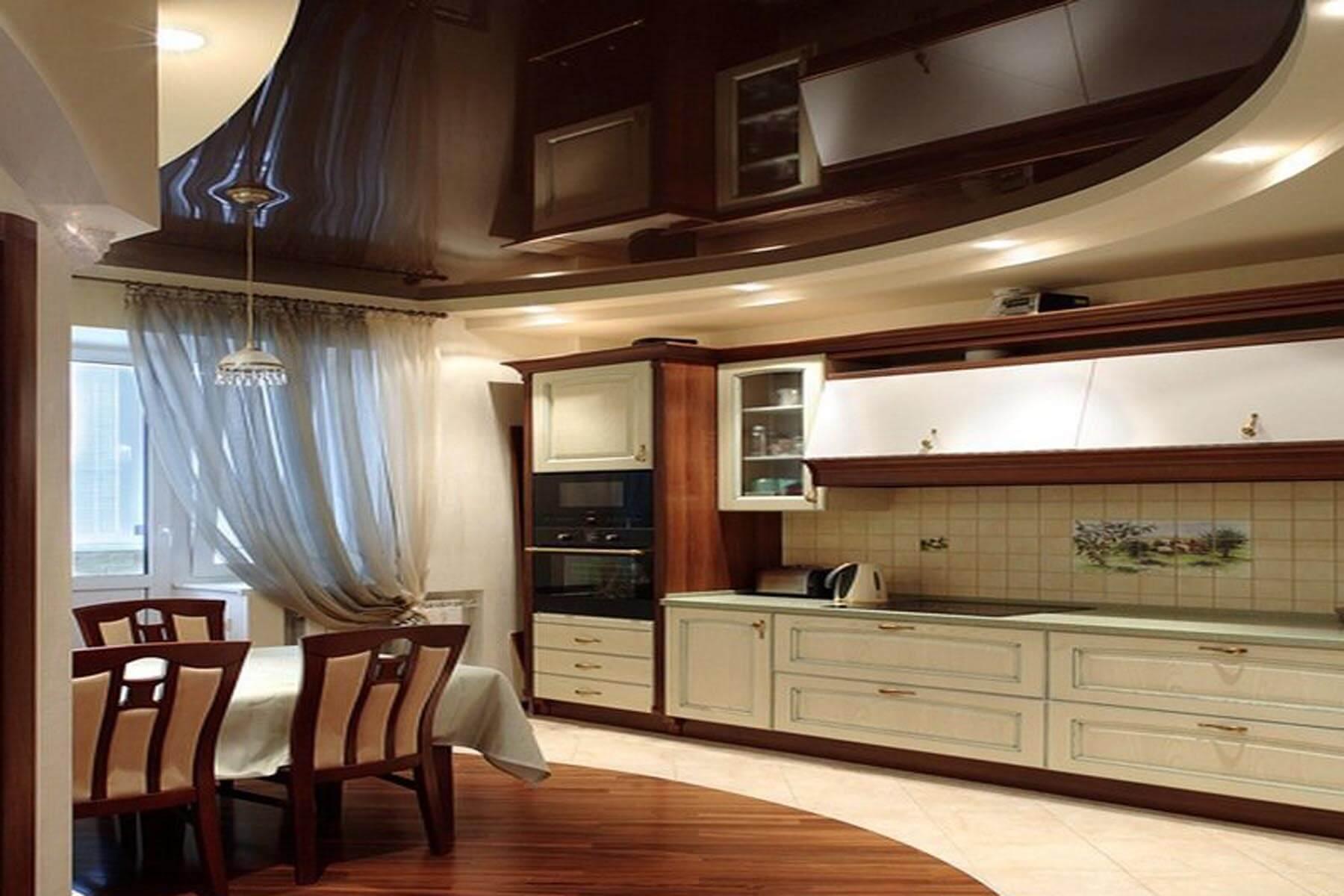 Современный дизайн потолка в кухне