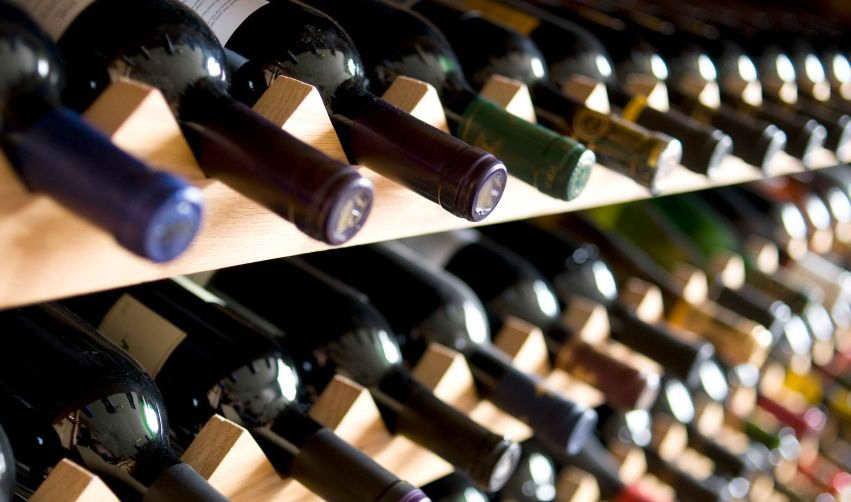 Как правильно хранить вино в домашних условиях: 5 вариантов