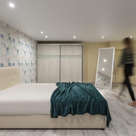 """Ремонт дворівневої квартири ЖК """"Профспілка"""", спальня вид справа"""