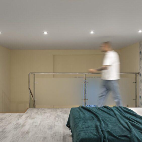 """Ремонт дворівневої квартири ЖК """"Профспілка"""", спальня вид зліва"""