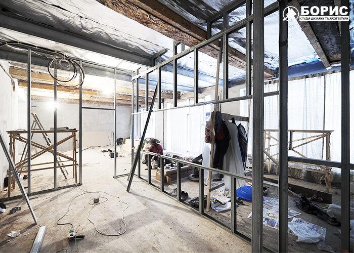 Процес ремонту головного залу афе в Харкові.