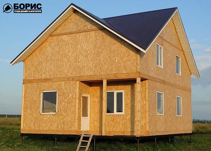Большой дом из сип панелей без отделки.