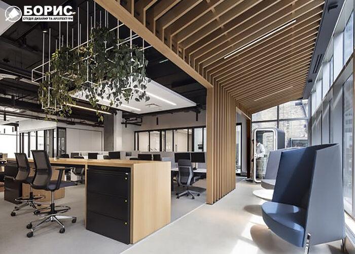 Сучасний офіс з великими вікнами стилізований дерев'яними панелями.