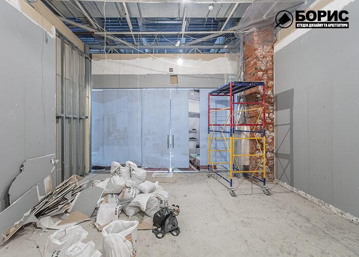 Процес ремонту магазину в торговому центрі в Харкові.