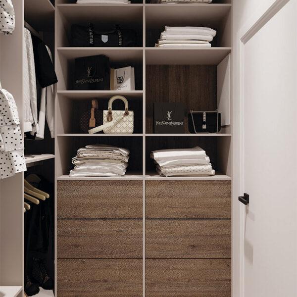 Дизайн-проект интерьера квартиры в ЖК «Синергия Сити», гардеробная вид на правую сторону