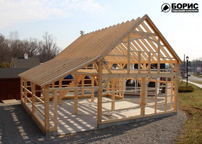 Будівництво каркасного будинка на етапі монтажу сновного каркасу.