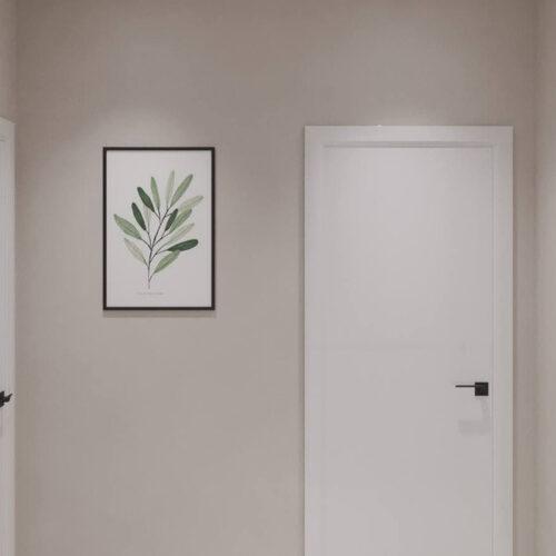 """Дизайн-проекту інтер'єру однокімнатної квартири ЖК """"Левада 2"""", передпокій вид на двері"""