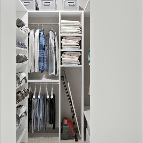 Дизайн-проект интерьера квартиры по пр. Науки, гардероб с видом по центру