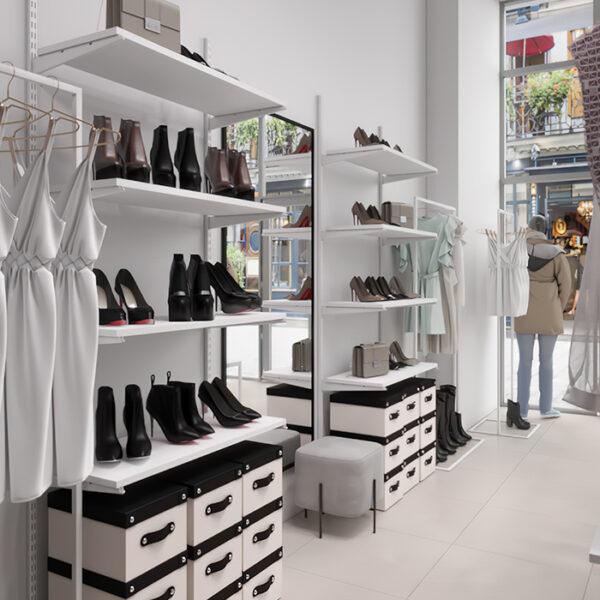 Дизайн интерьера магазина женской одежды и обуви, вид на полки с обувью